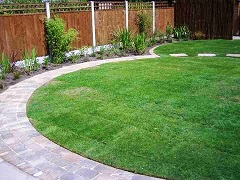 Curved lawn